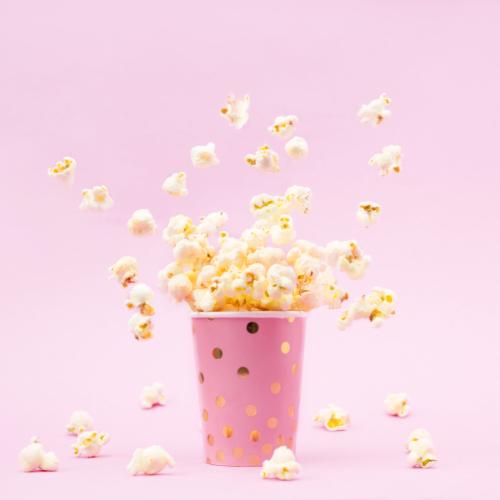 Popcorn in een snack glas