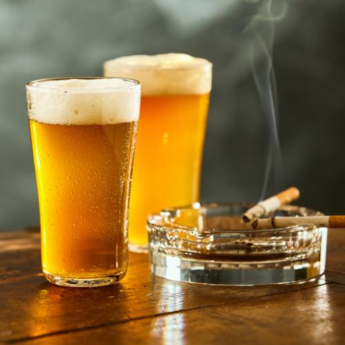 Alcohol, sigaretten en drugs veroorzaken misselijkheid.