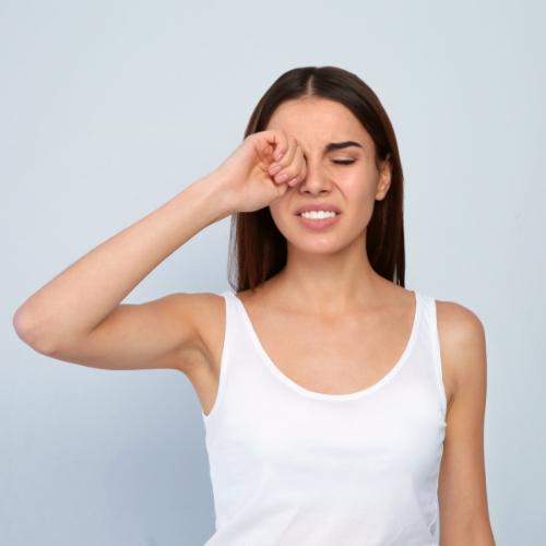 Gebruik oogdruppels tegen oogirritaties.