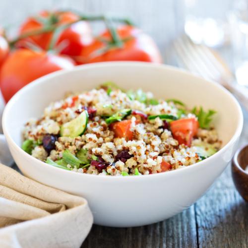 Quinoa is een goede en gezonde toevoeging aan een salade