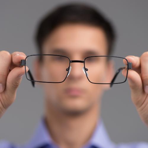 Wazig zicht is een kenmerk van bindvliesontsteking