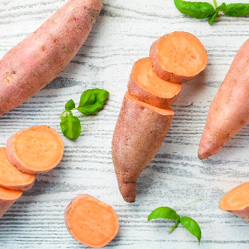 Zoete aardappel bevat langzame koolhydraten, ijzer en vitamine B6