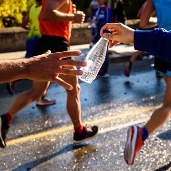 Drinken van water tijdens sporten